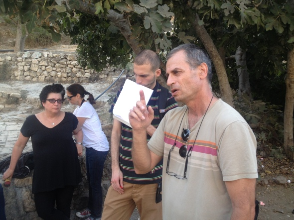Zochrot's Eitan Bronstein leading a tour of Lifta