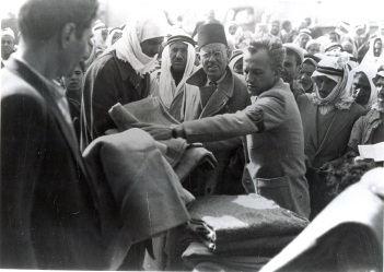 Quakers from AFSC handing out blankets in Gaza, 1948 (photo: AFSC)